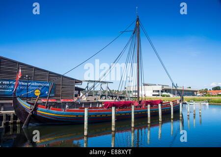 Barco VIKINGO reconstruida en el Museo de Barcos Vikingos, Roskilde, Dinamarca, Escandinavia, Europa