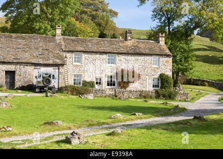 Casas rurales granja de piedra en la aldea de dales Conistone cerca Grassington, North Yorkshire, Inglaterra, Reino Unido.