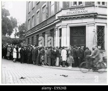 Cola fuera el banco en Kolding a causa de la moneda o 9268327638