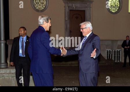 El Ministro de Relaciones Exteriores alemán, Frank-Walter Steinmeier celebra el Secretario de Estado de Estados Unidos, John Kerry a Villa Borsig, el Ministerio de Asuntos Exteriores alemán