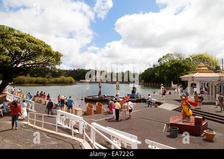 El templo hindú en Grand Bassin, lago (también conocido como Lago Ganga Talao o Ganges ), central Mauricio