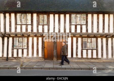 Casco antiguo Medieval edificios Tudor - las casas Alms, Stratford Upon Avon, Warwickshire, REINO UNIDO