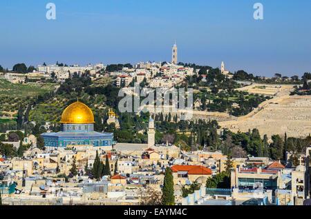 Jerusalén, Israel el paisaje urbano de la ciudad vieja en el Monte del Templo y la cúpula de la roca.