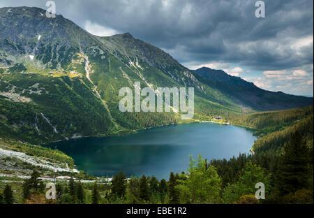 Lago Morskie Oko en Zakopane, los Cárpatos en Polonia, Europa oriental