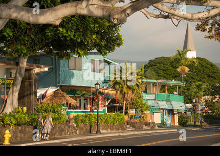 Alii Drive waterfront coast road en Kailua Kona en la costa de Kona de la Isla Grande de Hawai EE.UU.