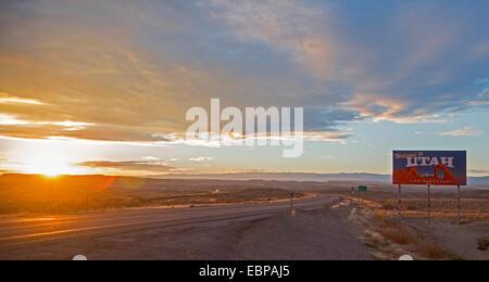 Cisco, Utah - Puesta de sol sobre la Interestatal 70, en la frontera Utah-Colorado.