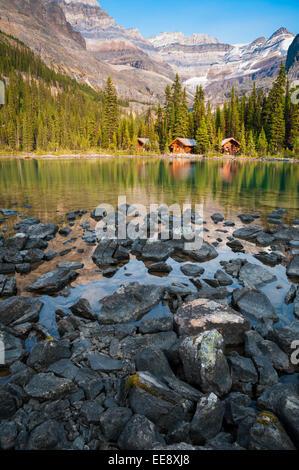 Cabañas en el lago O'Hara, el Parque Nacional Yoho, British Columbia, Canadá