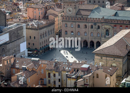 Vista del lado sur de la Piazza Maggiore, Bolonia, Italia, visto desde la torre, la Torre Asinelli.
