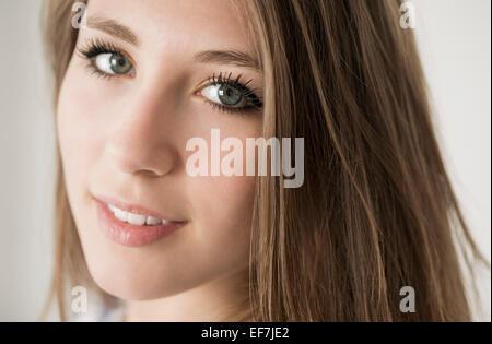 Retrato de una adolescente feliz