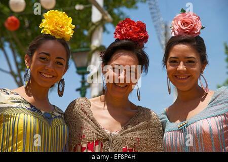 Bailarines de flamenco en la Feria de Abril, Sevilla, Andalucía, España Foto de stock