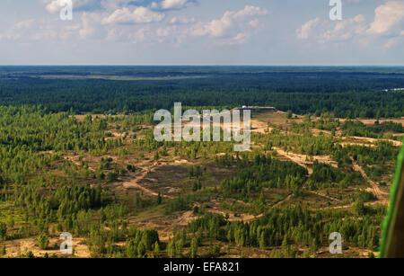 """Vuelo en helicóptero sobre el lugar de inicio y el final del rallye-raid de automóviles """"Belarús -Baha - 2014""""."""