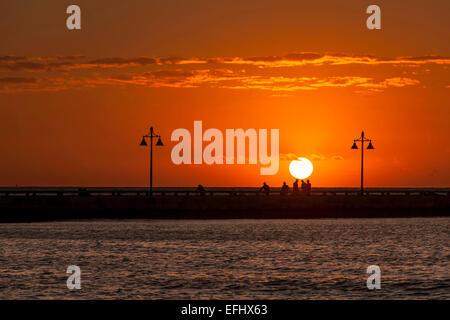 Amanecer en White Street Pier, Key West, Florida Keys, Florida, EE.UU.