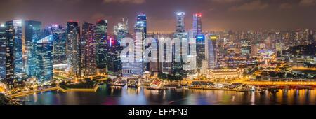 En el centro del distrito financiero central de noche, Singapur, Sudeste de Asia, Asia