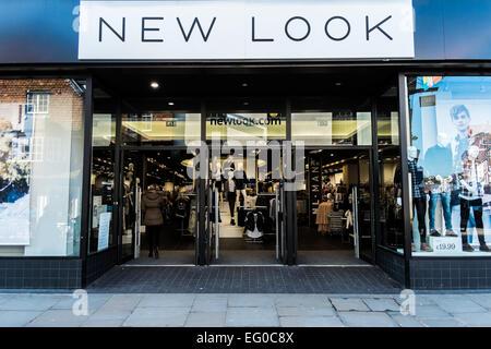 Nuevo aspecto de moda la tienda de ropa de moda en la High st Salisbury Foto de stock