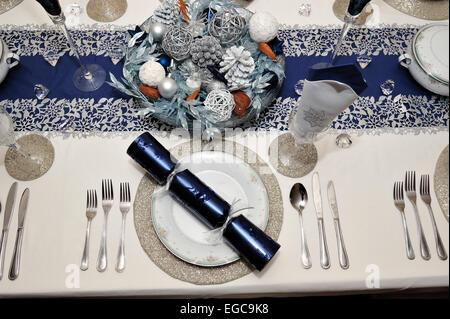 Ajuste de la tabla el almuerzo, cena de Navidad