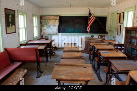 Interior de una habitación era pionera school house en Oklahoma Foto de stock