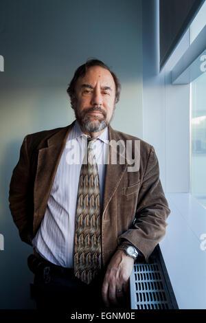 Científico y profesor Dr. Robert S. Daum en la Universidad de Chicago.