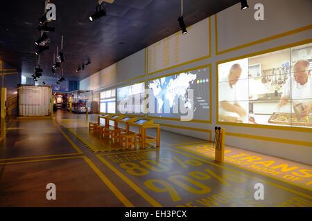 El mundo en su cesta de la compra - Exposición a Danish Maritime Museum, M/S para Søfart Museet, Helsingør, Dinamarca. El arquitecto Bjarke Ingels Group BIG