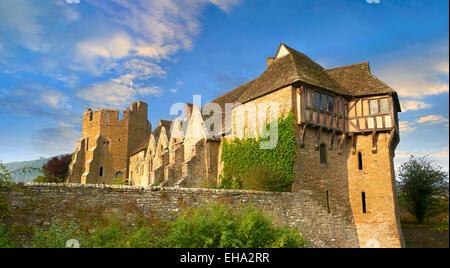 La torre norte con entramados de madera construida en el 1280s, Stokesay Castle, Shropshire, Inglaterra