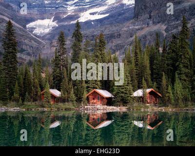 Cabañas en el lago O'Hara. El Parque Nacional Yoho, meseta Opabin, British Columbia, Canadá