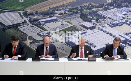 Kvasiny, Bohemia Oriental. 23 Mar, 2015. De izquierda a derecha, Gobernador de Hradec Kralove Region Lubomir Franco, Foto de stock