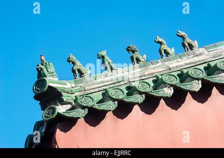 El techo verde figurillas en el Templo Lama, Pekín Foto de stock