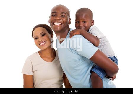 Alegre joven negro pareja con su niño aislado en blanco Foto de stock