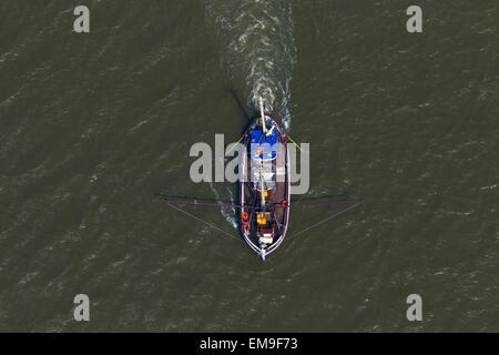 Vista aérea del barco arrastrero camarón azul la pesca de camarones en el mar