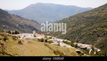Pueblo blanco de alta Capileira, Alpujarras, Sierra Nevada, Granada, España