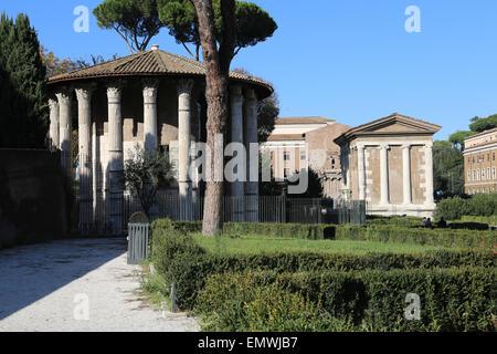 Italia. Roma. Circular el templo de Hércules Víctor (anteriormente sintetizado para ser un templo de Vesta). Construido en el siglo II A.C.