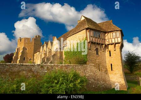 La torre norte con entramados de madera construida en los 1280s, la mejor casa solariega medieval fortificada en Inglaterra, Stokesay Castle