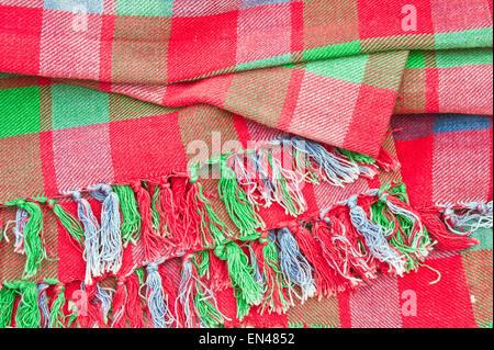 Manta de tartán rojo y verde