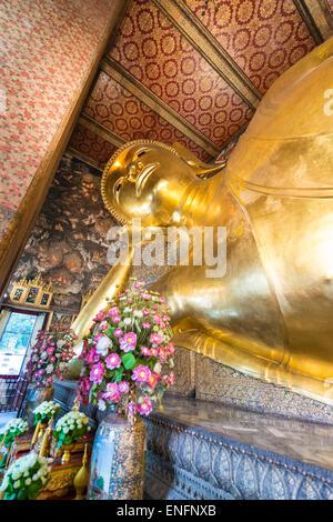 Buda reclinado, Wat Po, en Bangkok, Tailandia