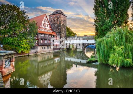 Ahorcado en Nuremberg, Alemania, el puente sobre el río Pegnitz.