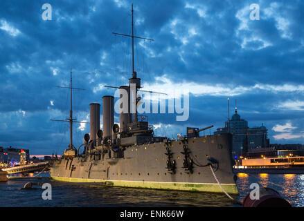 Rusia, San Petersburgo, el crucero Aurora famoso por disparar el disparo que inició la revolución de Octubre Foto de stock