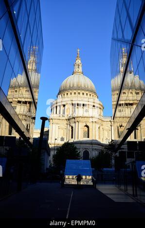 La Catedral de St Paul, al amanecer, la ciudad de Londres, Inglaterra, Reino Unido. Foto de stock