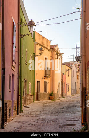 Calle tradicional Bosa Cerdeña Italia