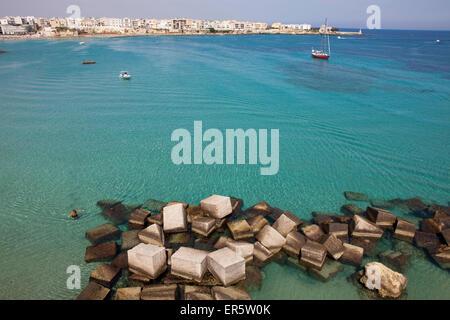 Otranto, el Mar Adriático, en la provincia de Lecce, Apulia, en la península de Salento, Italia, Europa