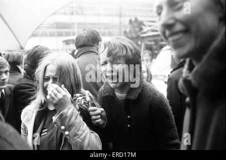 Boda Civil de Paul McCartney y Linda Eastman, la Oficina de Registro Marylebone, Londres, 12 de marzo de 1969. Foto de stock