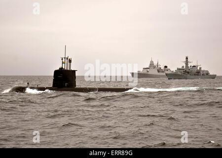 El ataque de la Marina Sueca submarino HMS Gotland y la Real Armada de los Países Bajos De Zeven Provincien HNLMS Foto de stock