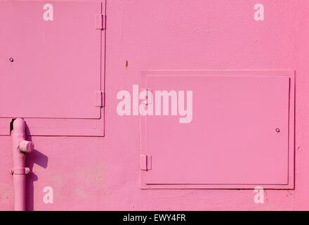 Gas y Electric armarios pintados de color rosa brillante en un Burano Casa Laguna de Venecia Veneto Italia Europa