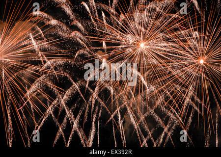 Honolulu, Hawai. 4Th Jul, 2015. Hermoso espectáculo de fuegos artificiales en Waikiki, Honolulu, Oahu, Hawaii.