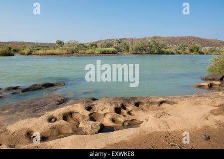 El río Kunene en Namibia, río fronterizo con Angola.