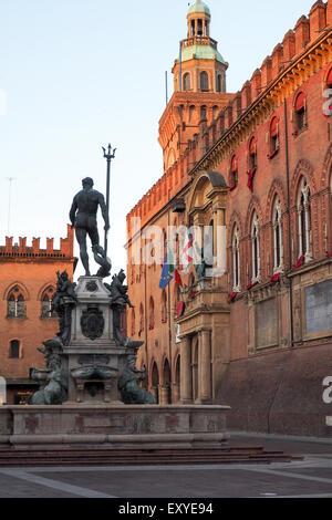 Fuente de Neptuno y el Palazzo D'Accursio, Bolonia.