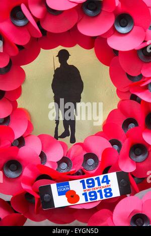 Corona de adormidera británico durante la primera guerra mundial uno de los soldados durante la conmemoración del centenario de la PRIMERA GUERRA MUNDIAL