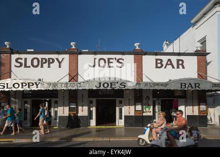 Descuidada Joe's bar más famoso, Duval Street Key West, Florida, EE.UU.