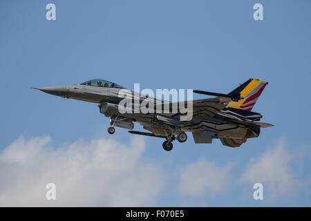 Componente aérea belga Lockheed F-16 jet fighter mostrando en el Royal International Air Tattoo 2015