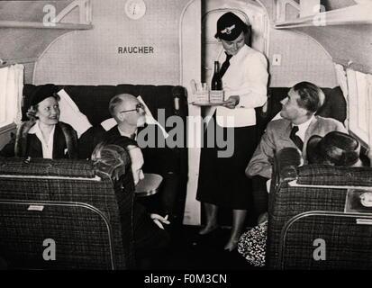 Transporte / transporte,aviación,aviones de pasajeros,interior,Focke-Wulf 200,Lufthansa alemana,alrededor de 1930,1930,30s,siglo XX,histórico,compartimento para fumadores,fumador,fumar,fumadores,azafatas,azafatas,azafatas,azafatas,pasajeros,servicio,comida,pasajeros,no-aire,pasajeros,servicio de pasajeros,comida,pasajeros,pasajeros,comida de viaje,pasajeros,pasajeros,servicio de pasajeros,pasajeros,pasajeros,no-aire,cabina,servicio de pasajeros,comida,pasajeros,servicio de pasajeros,pasajeros,servicio de pasajeros,aire-aire-aire,comida,servicio de pasajeros,comida,no disponible