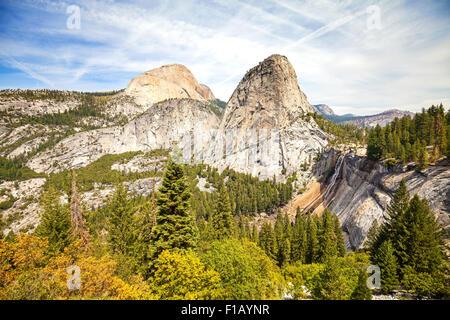 Caída de Nevada en el Parque Nacional Yosemite, California, USA.