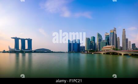 Horizonte de Singapur en la Marina.